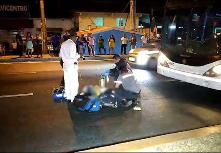 Anciano es atropellado por metrobús cuando cruzaba vía en la 24 de Diciembre