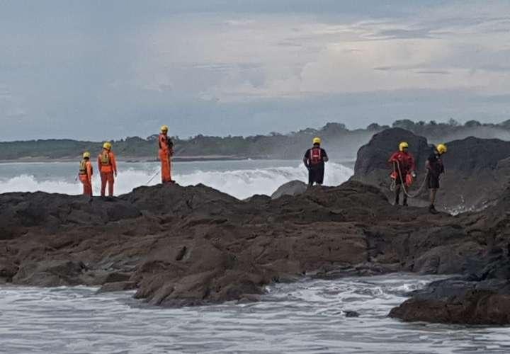 Encuentran cuerpo de un hombre flotando en alta mar