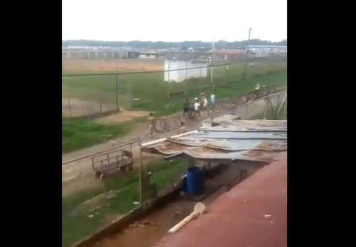 Intercambio de disparos en pabellones de La Joya (Videos)