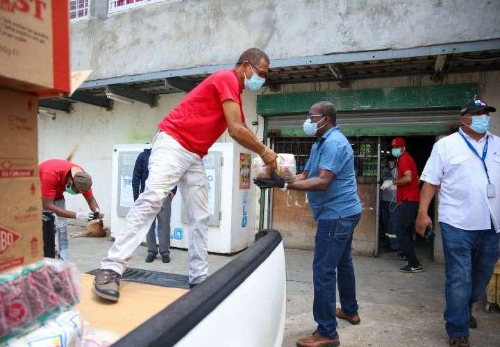 Presidencia reabastece a abarrotería que vandalizaron