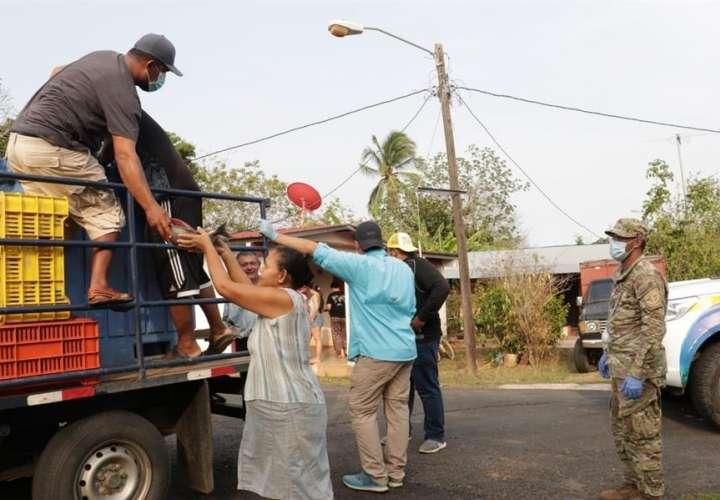 Regalan 'Pescao' pal pueblo', ante la pandemia ocasionada por el Covid-19