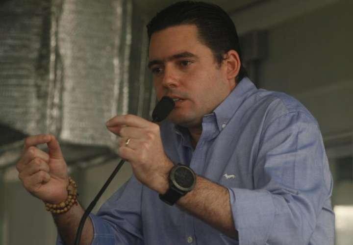 Ventiladores se vuelan a viceministro Muñoz