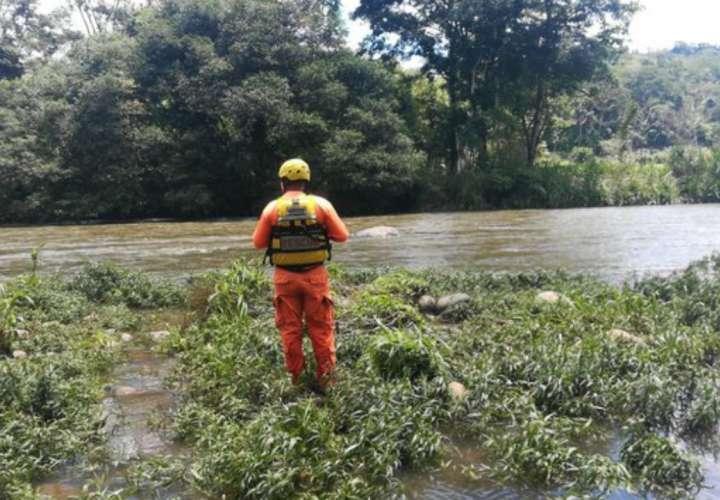 Cabeza de agua arrastra pescador en río Chiriquí Viejo