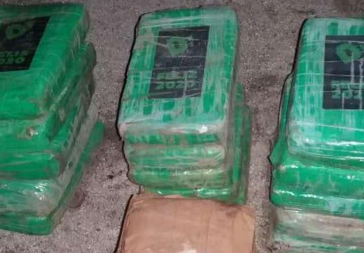 Cargaba 18 paquetes de droga en la camioneta en Farallón