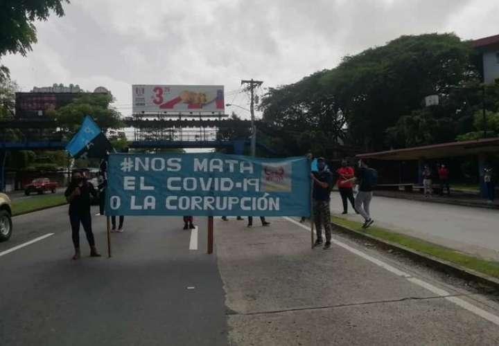 Universitarios protestan por recorte presupuestario y crisis sanitaria