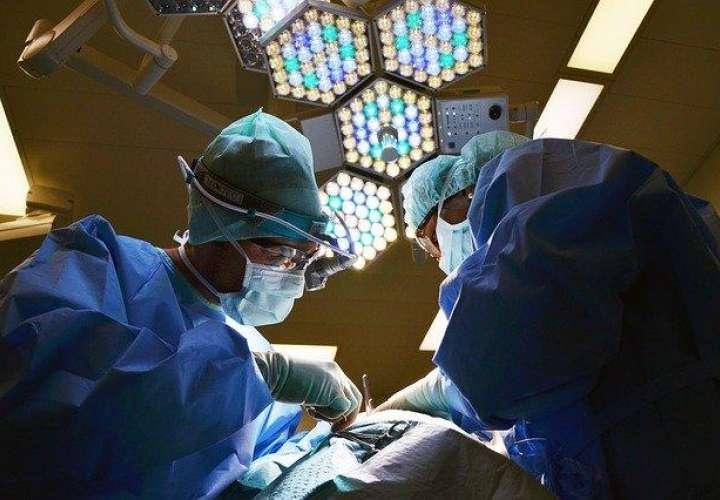Instituciones públicas podrán contratar a médicos que laboran en sector privado