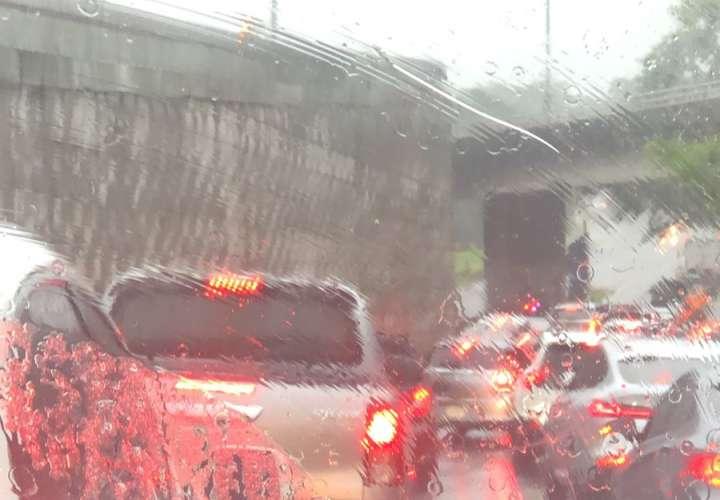 Pronostican fuertes lluvias por incursión de la onda tropical #44