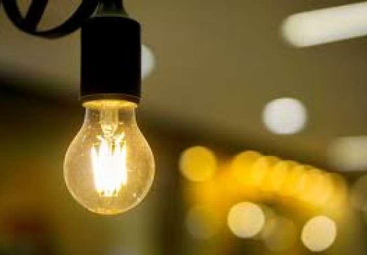 Empresa eléctrica  extiende un mes más beneficio de moratoria