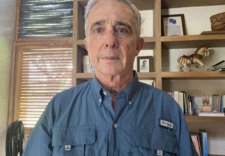Expresidentes panameños apoyan a Uribe