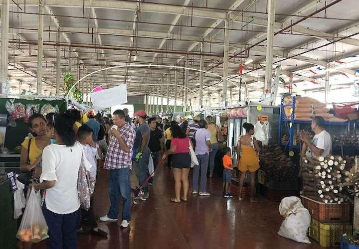 Multan a vendedores de Merca Panamá por especular con precio de la cebolla