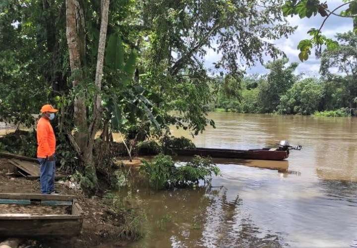 Más de 100 comunidades están en riesgo de inundaciones y deslizamientos