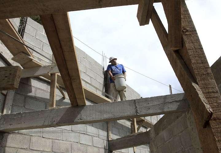 Gobierno debe 200 millones de dólares al sector de la construcción
