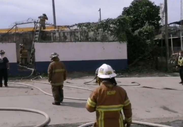 Investigan causa del incendio en estación de policía de Changuinola