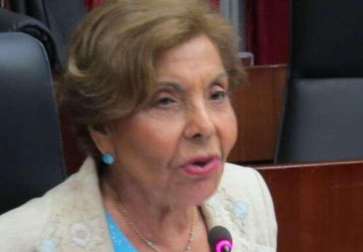 Mayín critica veto al proyecto que sanciona a funcionarios que paren obras