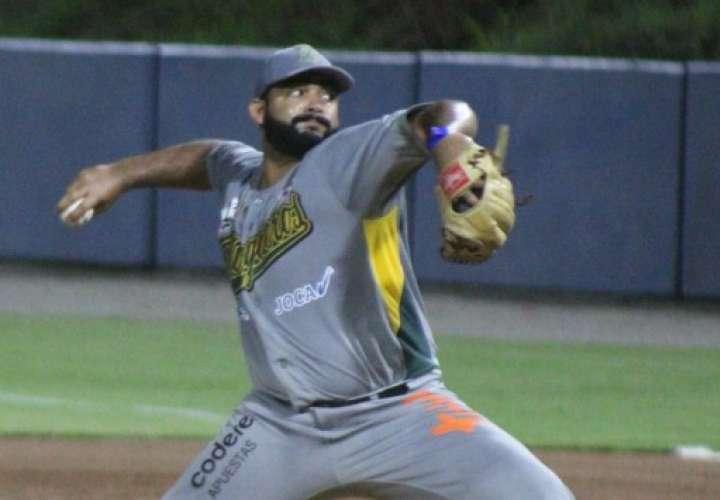 Edgardo Sandoval dominó a la ofensiva de Chiriquí. Foto: Fedebeis