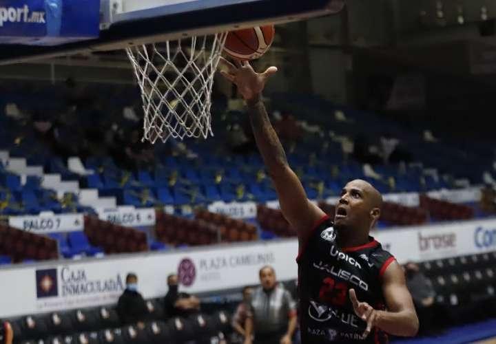 Panameño Oglivie clasifica a Final de Zona en basket azteca