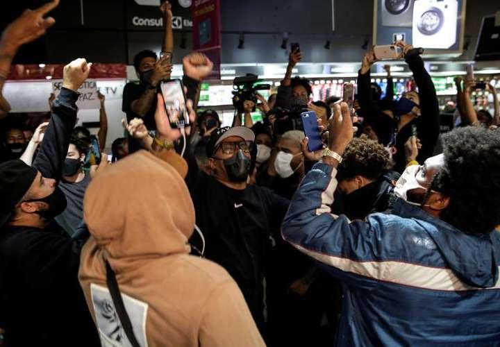 Protestas en Brasil por un brutal asesinato comparado con el de George Floyd