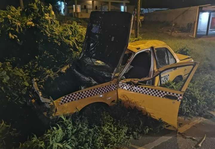 Muere pasajero de taxi en vuelco en Chilibre