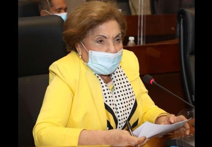 Mayín Correa publica tres tuit que golpean a los diputados