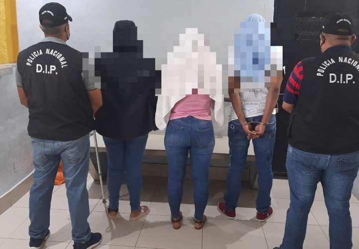 Aprehenden a tres extranjeros por posesión de cocaína y dinero en El Cangrejo