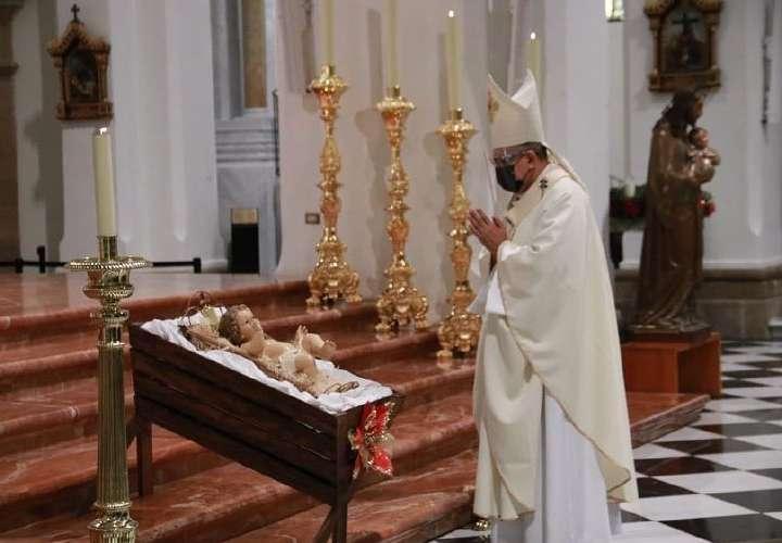 Arzobispo reitera que matrimonio es entre hombre y mujer