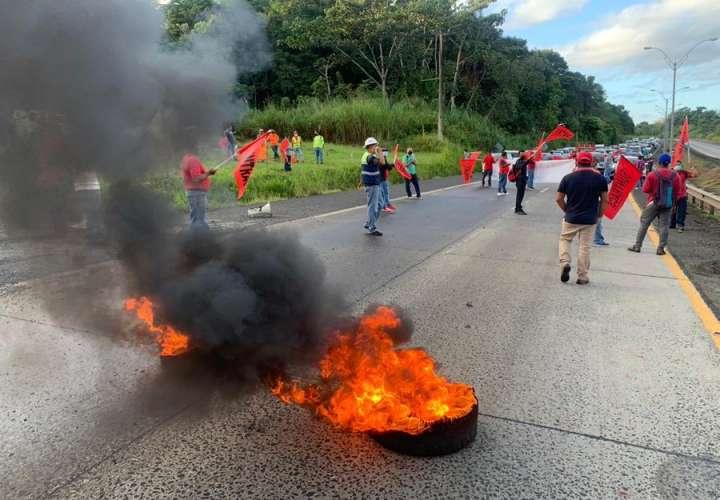 Suntracs protesta contra decretos del Gobierno [Video]
