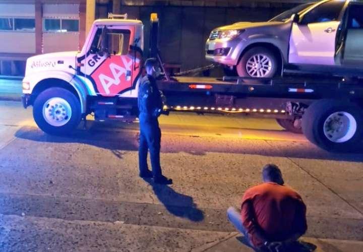 Se llevaban el auto hurtado en grúa