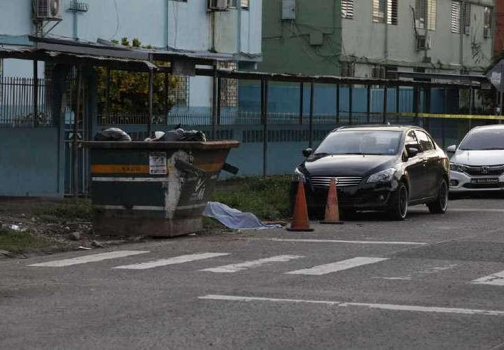 SICARIO DISFRAZADOS DE DELIVERY MATA A 2 EN TUMBA MUERTO