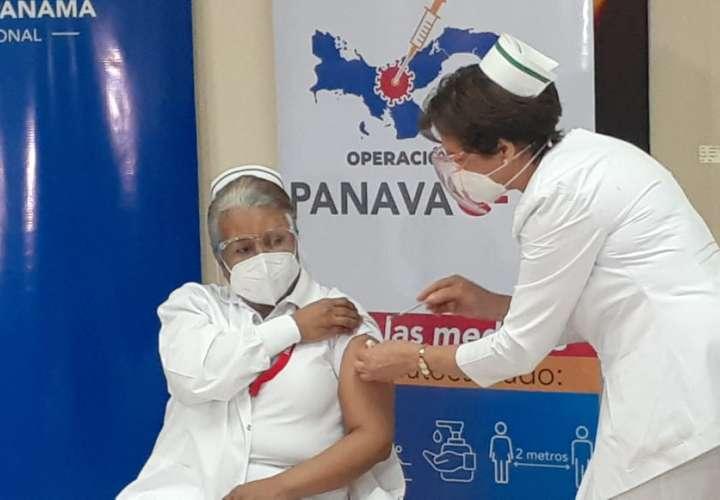 Una enfermera, primera vacunada contra Covid-19 en Panamá  [Videos]