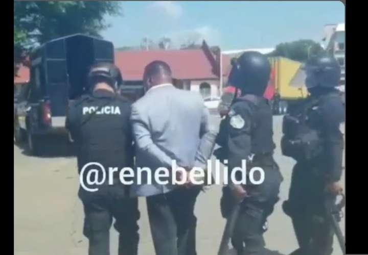 Policía dispara con Taser a diputado del Parlacen que participaba en protesta