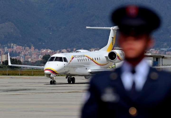 Avión del presidente de Ecuador aterriza de emergencia y atrasa viaje a EE.UU.