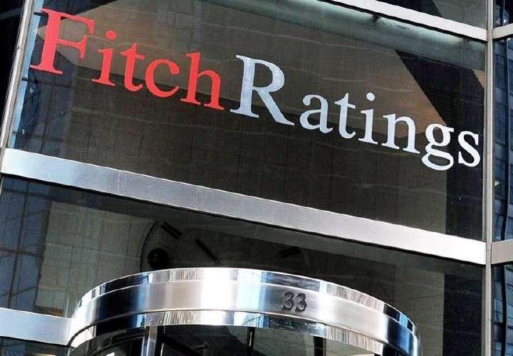 Fitch baja calificación a Panamá y advierte grave deterioro