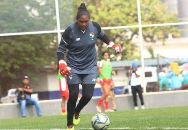 Selección femenina mayor de Fútbol de Panamá a entrenamientos