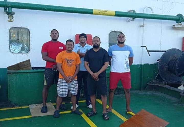 Marinos panameños en buque abandonado en Colombia tienen Covid