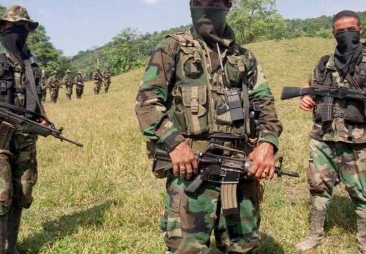 Guerrilla y narcos combaten en frontera con Panamá