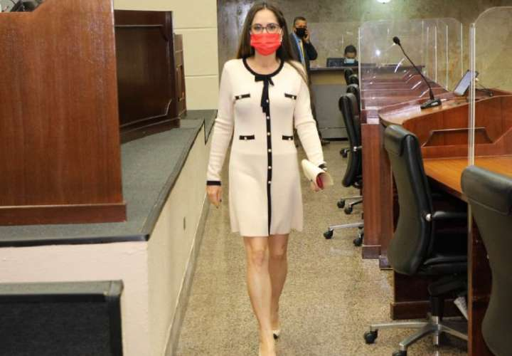 Zulay: Ulloa debe explicar bien lo de su renuncia