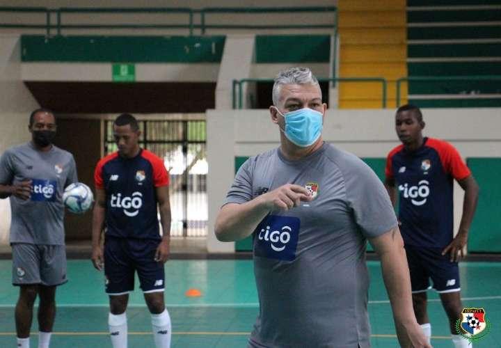 Técnico Botana elige sus 12 jugadores