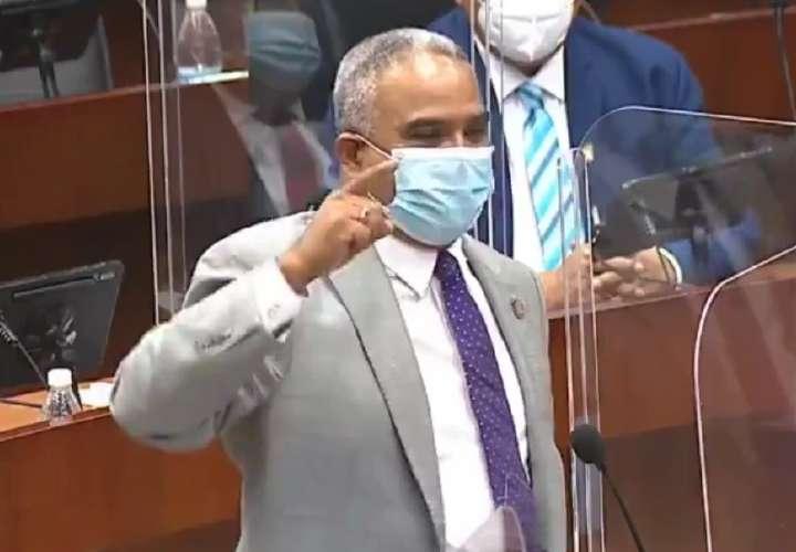 Médicos rechazan inisinuaciones de diputado