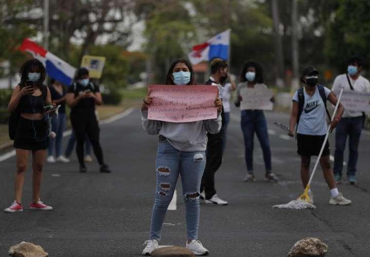 Vuelven las protestas por abusos en albergues
