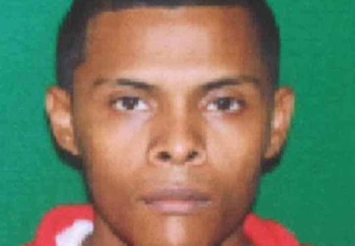 """Buscan a """"El Vago"""" por triple homicidio y a investigado por crimen con martillo"""