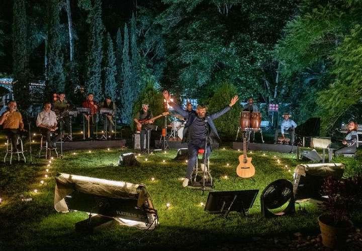 Juan Luis Guerra versiona al rock 'Cantando Bachata'