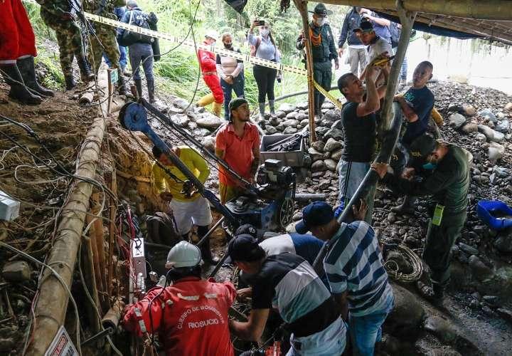 Rescatan los cuerpos de 11 mineros atrapados