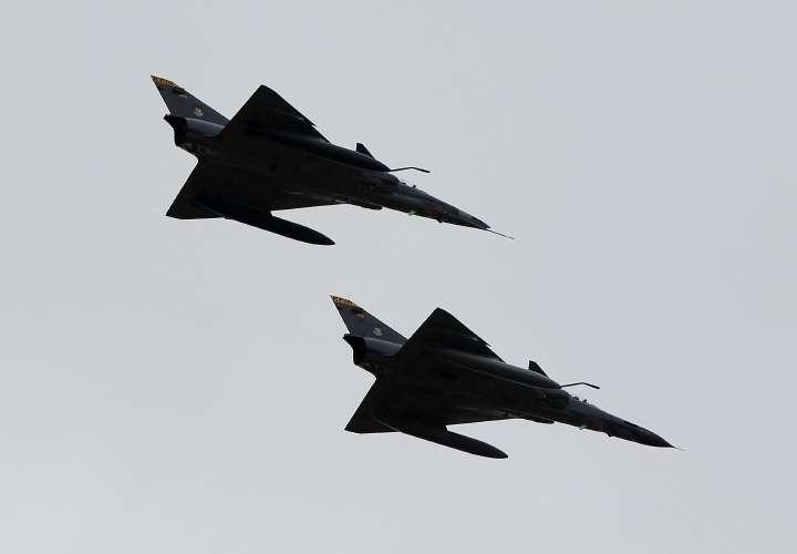 La Fuerza Aérea Colombiana hace salir de su espacio aéreo a un avión ruso