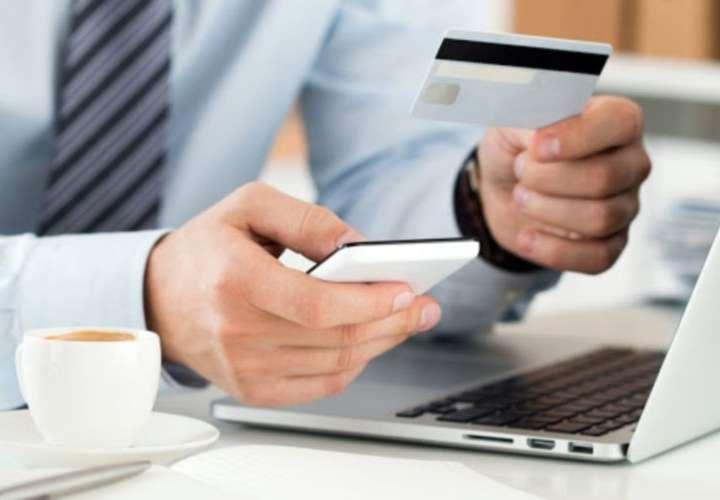 Oficiales de bancos, abogados e influencer en extracción de fondos de cuentas
