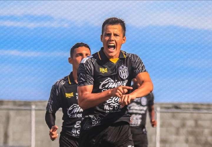 El CAI se apunta en el 'playoff' luego de golear al Universitario