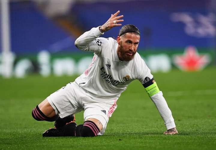 Ramos, capitán del Real Madrid, se lamenta. /EFE