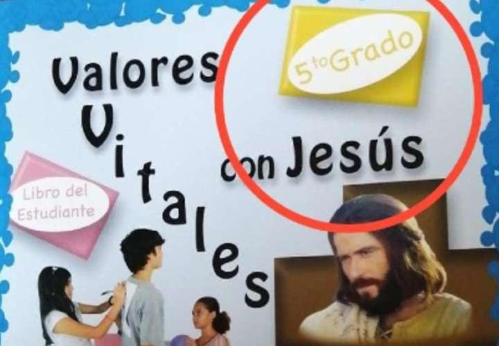 Denuncian que un libro de religión para niños incluye contenido sexual