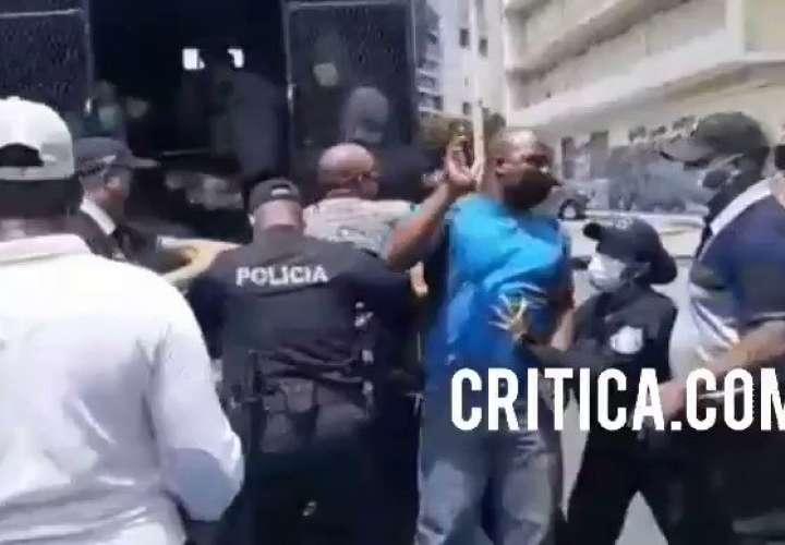 Tranques y arrestos en jornada de lucha de los taxistas  [Video]