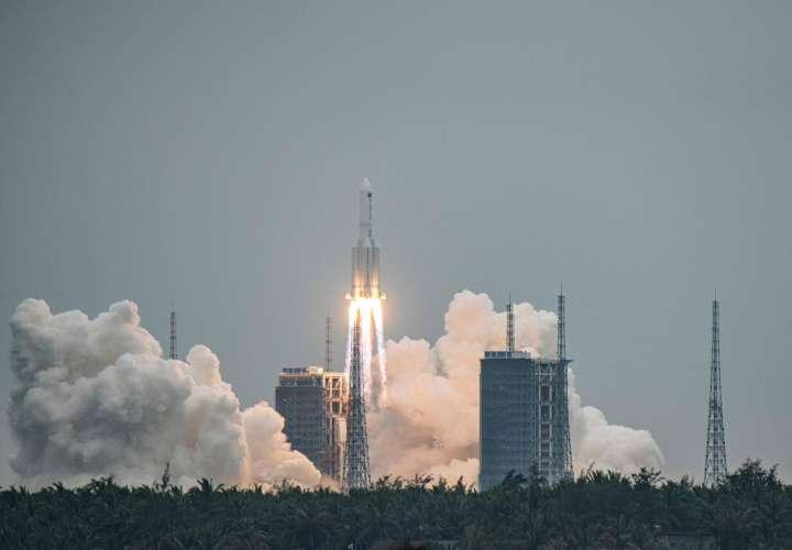 Sigue aquí en directo la trayectoria del cohete chino sin control