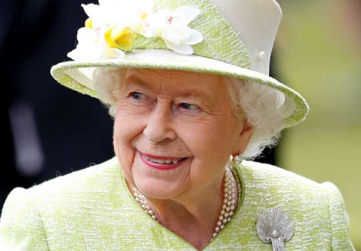 La reina Isabel II lanza su propia marca de cerveza  hecha con hierbas